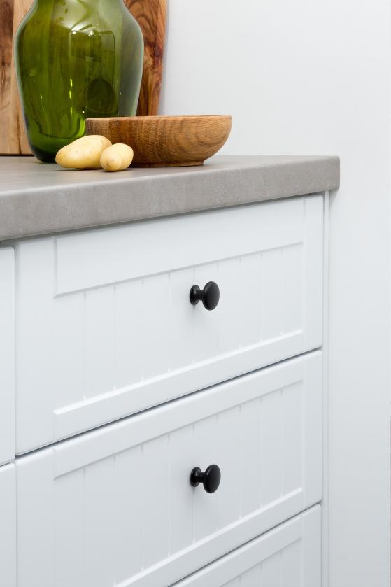 flat pack kitchen gallery - industrial elegance black handle