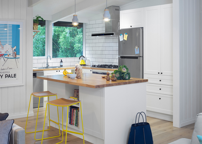 white shaker style kitchen with kitchen island bench
